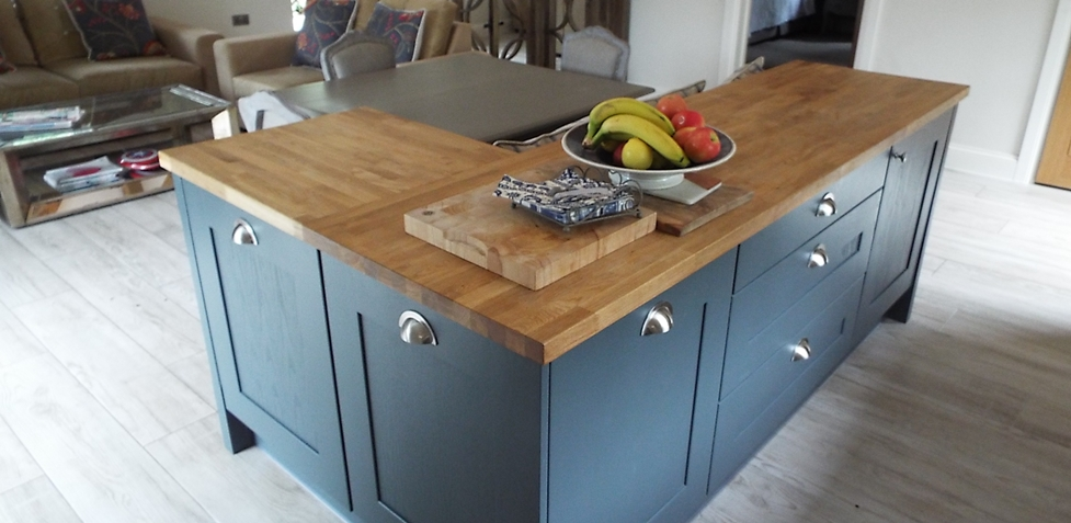 Shaker Style Breakfast Bar